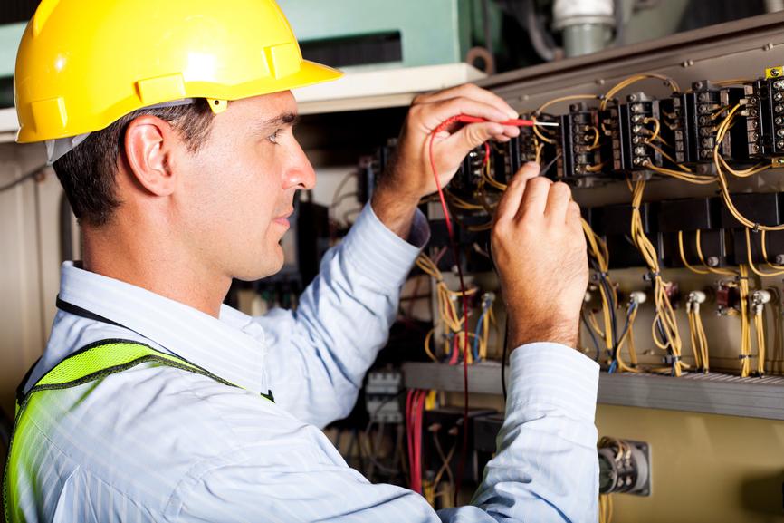 новости вакансия электрика с проживанием основных